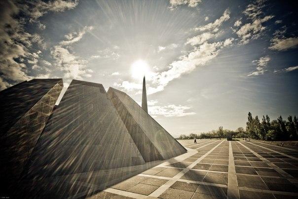 Цицернакаберд - мемориал памяти жертв Геноцида армян