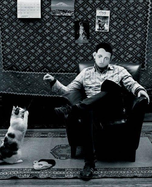 «Горки и его кошка, я». (2010) / Горки любил кошку, которую с обожанием называл Мукуч. Горки дал такое же прозвище своей жене и вдове, Агнес