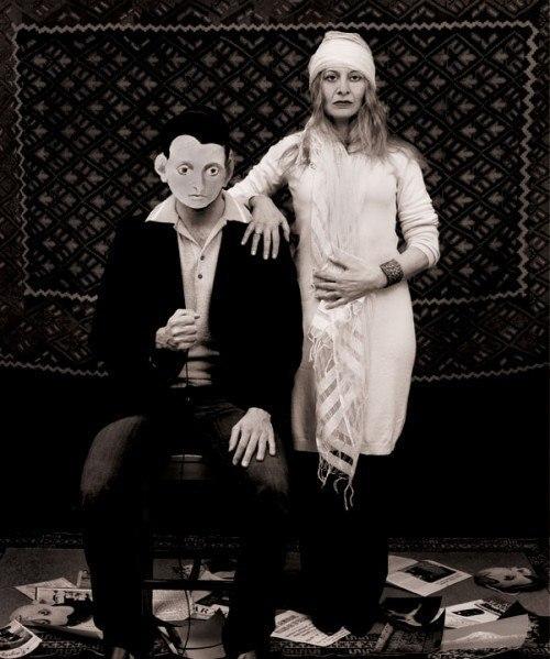 «Иди умри, вернись, я буду любить тебя» (2010) / Знаковая картина Горки «Художник и его мать», была основана на фотографии, сделанной в Ване. Его мать, Шушан, отправила его отцу, как сообщение — напоминание от жены