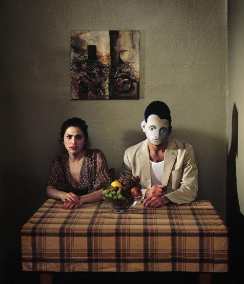 «Автопортрет с моей воображаемой женой (с фруктами)» (2010) / Изображение на основе синонима картины Горки.