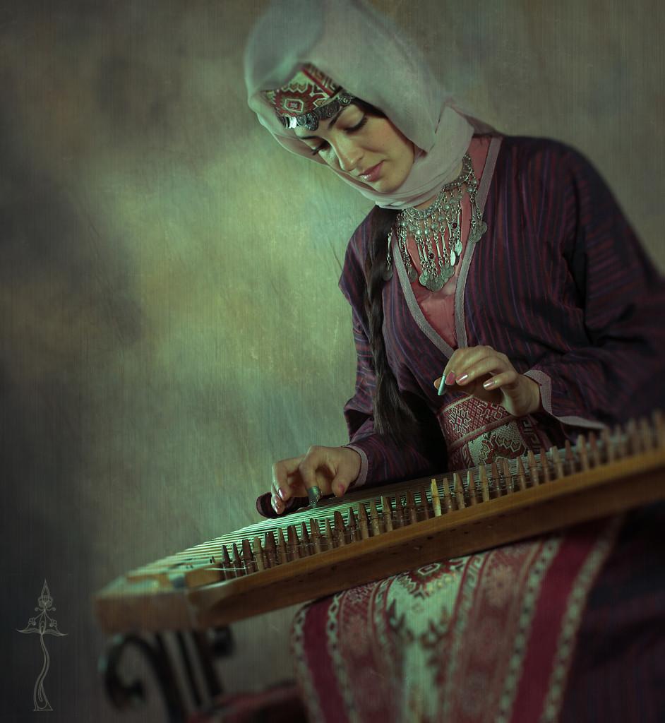 Армянка в национальном костюме