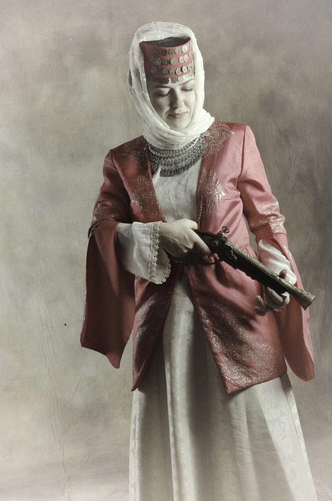 Женский армянский национальный костюм