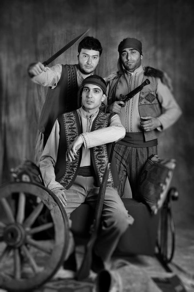 Армянские мужчины в национальном костюме