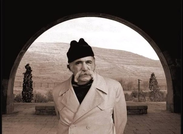 Уильям Сароян в арке Чаренца
