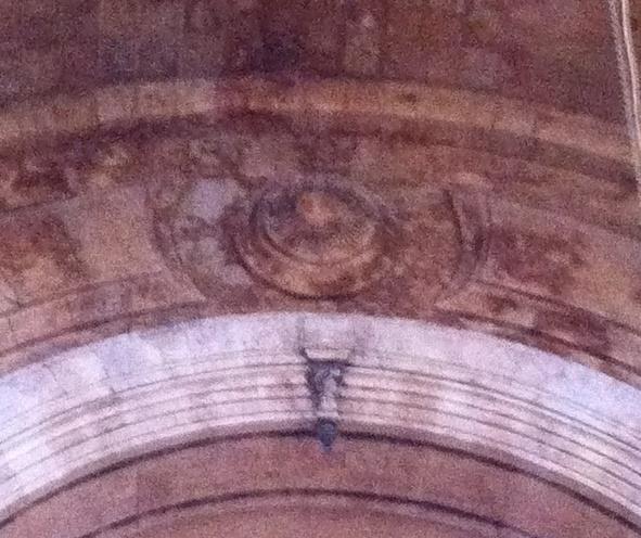 Архитектурная отливка в виде медальона над алтарем церкви Сурб Аствацацин в Антепе.