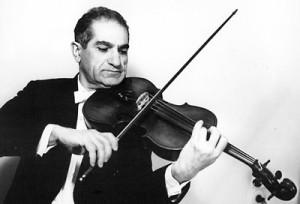 Эдвард Тер-Газарян играет на скрипке.