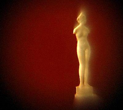 Скульптура Венеры Милосской. Сделана из мрамора, тоньше человеческого волоса.