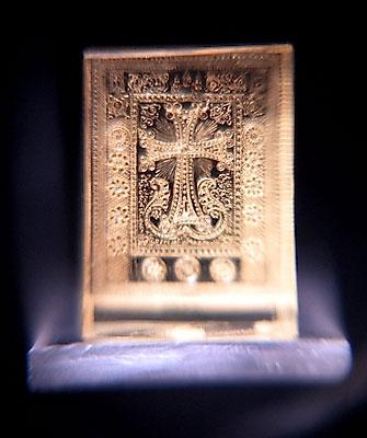 Хачкар с орнаментом Эчмиадзина.