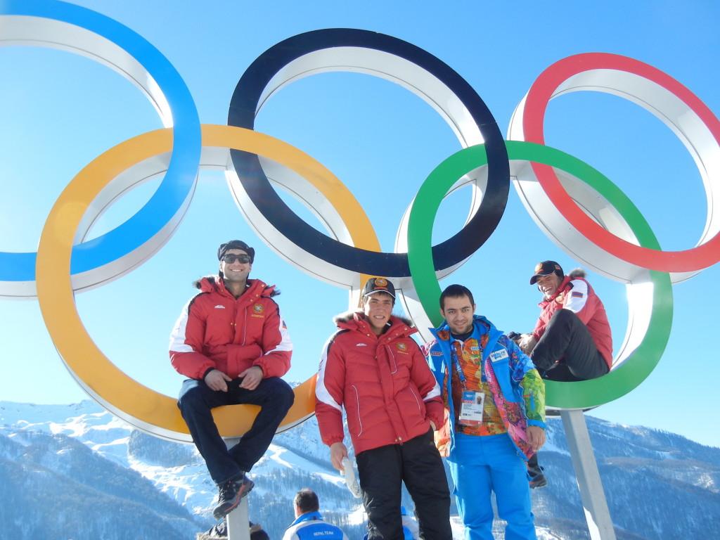 Вся армянская команда на олимпийских кольцах