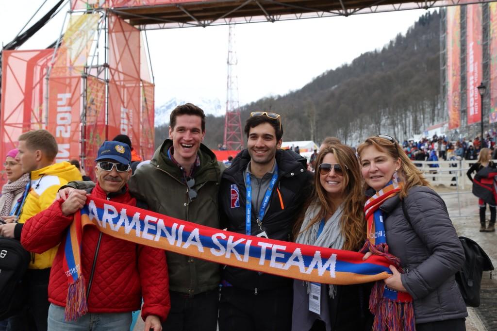 Семейная фотография с фанатами армянской команды!