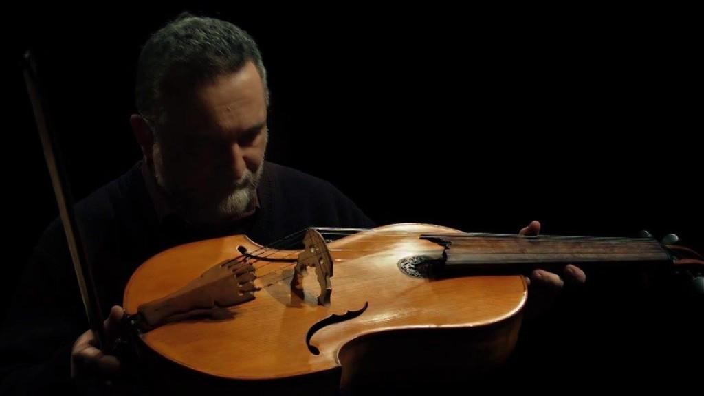 Тенор кемани  -  смычковый струнный музыкальный инструмент
