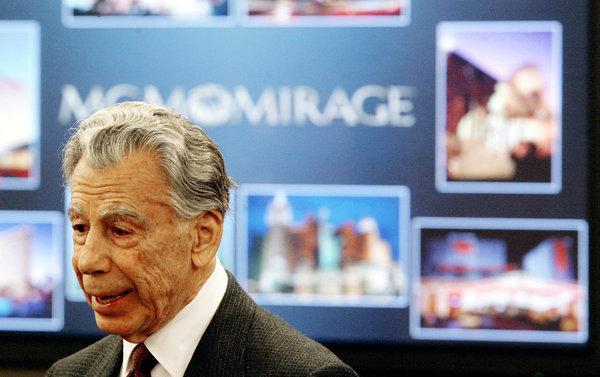 Кирк Керкорян, держатель контрольного пакета акций MGM Mirage, в Невадском Совете по контролю игорного бизнеса, Лас-Вегас, 2005