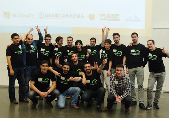 Участники предыдущей программы ускорения MIC Armenia в этом году на Демо дне ранней стадии стартапов (Источник: Microsoft Innovation Center Armenia Facebook)
