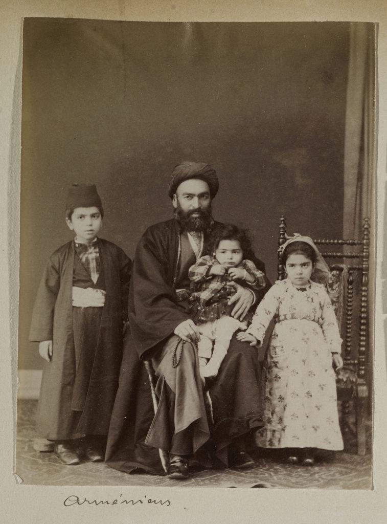 """""""Армянская Семья"""" (армянин, 1823-1886гг), 1880г. Лос Анжелес, Исследовательский Институт имени Гетти."""