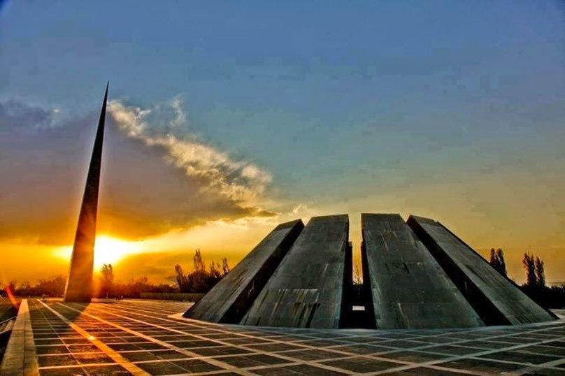 Цицернакаберд — мемориальный комплекс в Ереване, посвящённый жертвам Геноцида армян 1915 года.