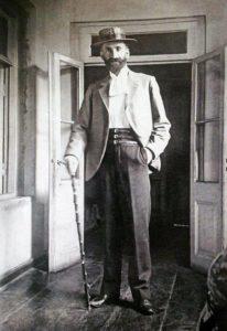 Ованес Туманян в своем доме
