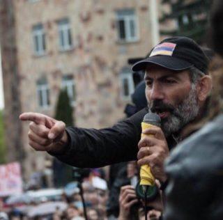 LE MONDE: Никол Пашинян в шагу от власти в Армении